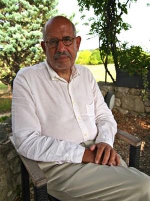 ElBaradei no jardim de sua casa em La Romieu (Foto: Flavio Azm Rassekh/ÉPOCA)