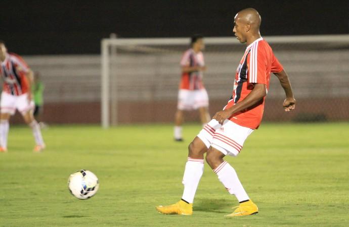 Samuel Santos, lateral do Botafogo-SP (Foto: Rogério Moroti/Ag. Botafogo)