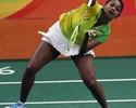 Em clima de futebol, torcida faz festa, mas brasileira perde no badminton