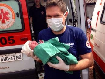 Menina nasceu saudável e com 2,5 kg.  (Foto: Polícia Civil/ Divulgação)