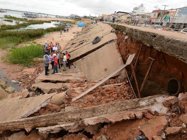 Parte do cais de arrimo desabou após fortes chuvas em dezembro (Foto: Divulgação/Prefeitura de Santarém)
