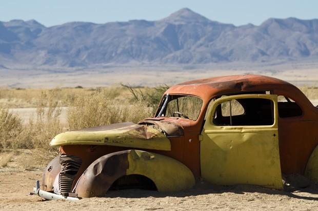 Um automóvel da década de 1940 chegou em Solitaire e de lá não mais saiu.  (Foto: © Haroldo Castro/ÉPOCA)