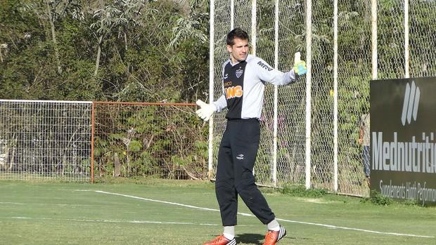 Victor, treino do Atlético-mg (Foto: Fernando Martins / Globoesporte.com)