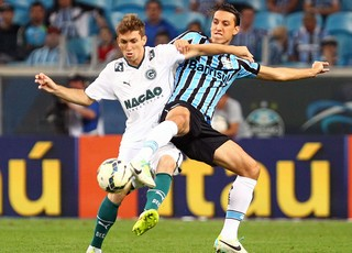 Pedro Geromel jogo Grêmio x Goiás (Foto: Getty Images)