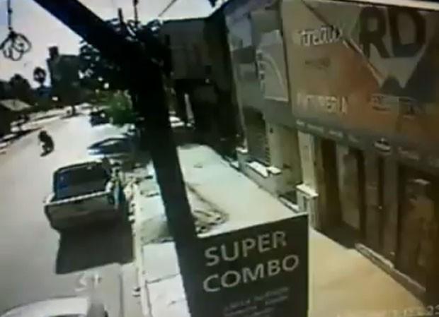 Suposto meteorito assustou os moradores das províncias argentinas de Tucumán e Santiago del Estero (Foto: Reprodução/YouTube/sabrosolomejor)