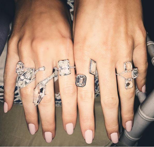 Kendall Jenner ostenta joias no Instagram (Foto: Reprodução)