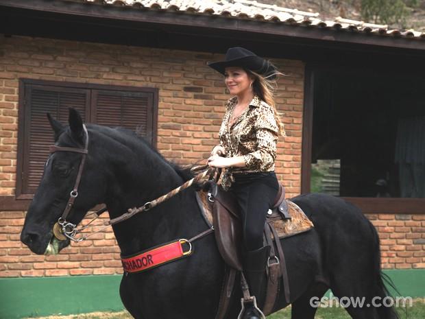 Vivianne Pasmanter volta a andar a cavalo para Em Família (Foto: Pedro Curi / TV Globo)