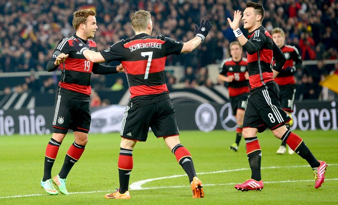 Mario Gotze comemoração Alemanha contra Chile (Foto: EFE)