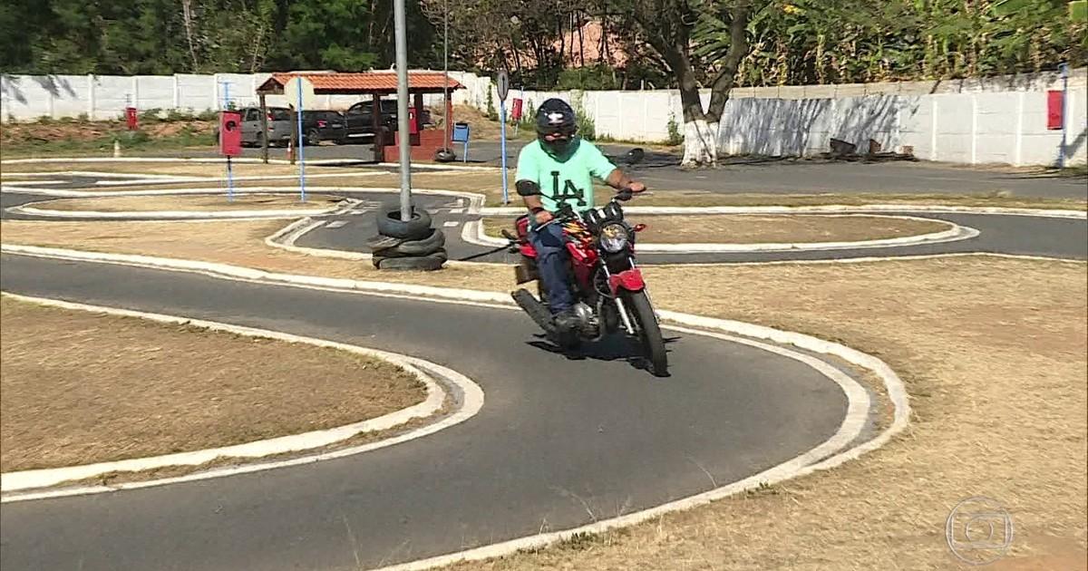 Projeto prevê provas no trânsito na habilitação para dirigir motos