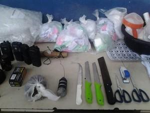 Material apreendido nas favelas do Rola e Antares em operação do 27º BPM (Foto: Divulgação/ 27º BPM)