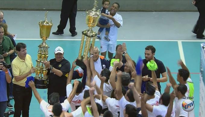 Campanha comemora título da Taça EPTV de Futsal Sul de Minas (Foto: Reprodução EPTV)