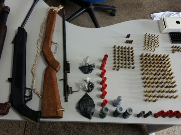Armamento foi apreendido com a quadrilha presa nesta terça-feira em Várzea Grande e Cuiabá (Foto: Assessoria/Polícia Civil de MT)