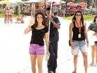 Boa pedida para sexta-feira! Nanda Costa e Lombardi gravam em praia do Rio
