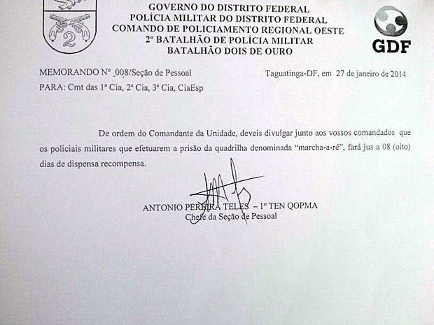 Memorando supostamente assinado pela Seção de Pessoal da PM prometendo 8 dias de folga para PMs que prenderem a quadrilha da 'marcha-a-ré'. (Foto: G1 / Reprodução)