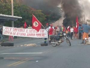 Manifestação interdita dois sentidos da via na BR-356 (Foto: Ângelo Gonçalves Dias / Arquivo Pessoal)