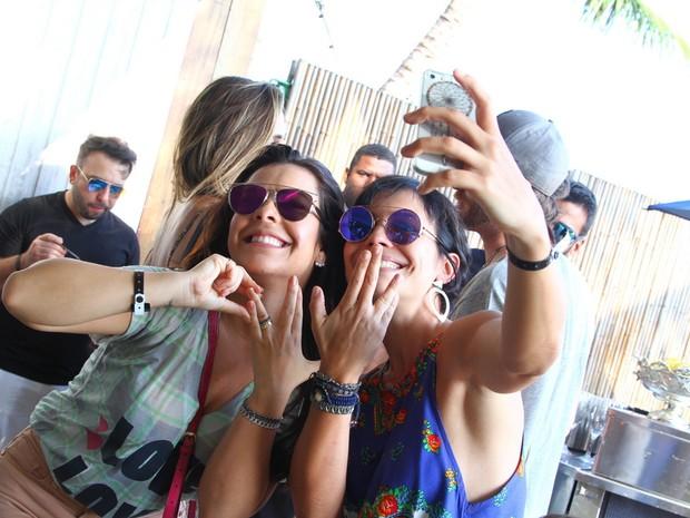 Fernanda Souza e Juliana Knust em festa na Zona Oeste do Rio (Foto: Anderson Borde/ Ag. News)