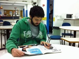 João Pedro Macedo, de 22 anos, quer estudar biologia (Foto: Vanessa Fajardo/ G1)