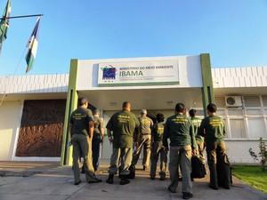 Funcionários do Ibama que colaboraram com a Polícia Federal na Operação Salmo 96:12 (Foto: Ibama/Divulgação)