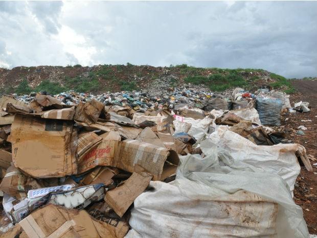 Área de transição entre antigo lixão e aterro sanitário em Campo Grande MS (Foto: Fernando da Mata/G1 MS)