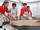 Cidade na França realiza campeonato de maior crepe do mundo