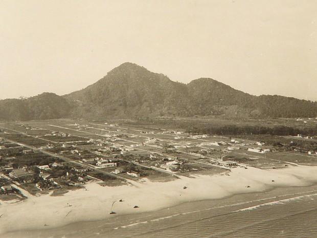 Vista aérea da praia do Boqueirão na época da emancipação  (Foto: Arquivo )