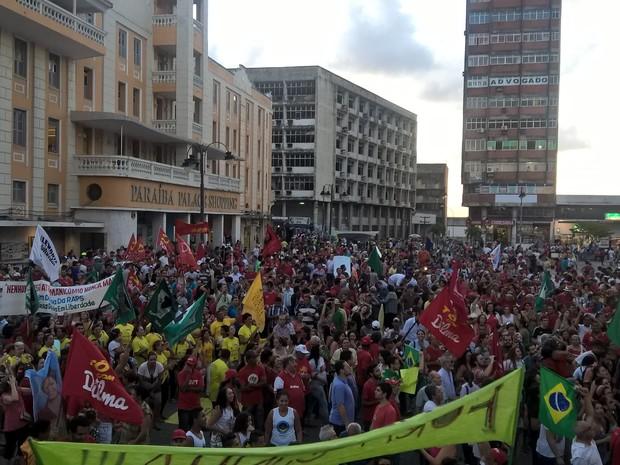 Manifestantes chegam ao Ponto de Cem Réis, em João Pessoa (Foto: Diogo Almeida/G1)