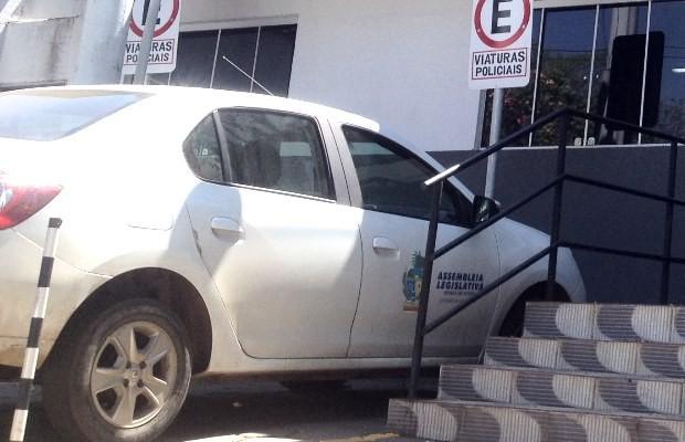 Assessor estava com carro da Assembleia Legislativa de Goiás (Foto: Ludmilla Rodrigues/ TV Anhanguera)