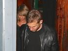Assumidos! Taylor Swift e Calvin Harris saem de mãos dadas de boate
