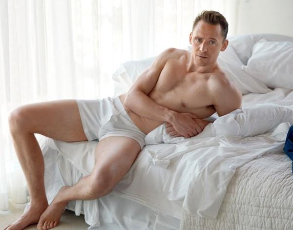 Tom Hiddleston faz ensaio sensual (Foto: Reprodução)