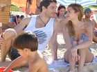 Isabelle Drummond e Michel Noher gravam em praia do Rio de Janeiro