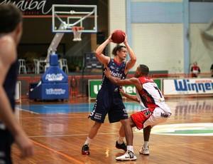 basquete - Limeira x Uberlândia - cipolini (Foto: JB Anthero/Divulgação)