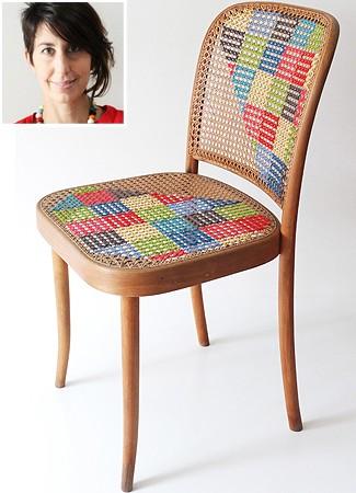 A cadeira de palhinha decorada com ponto cruz por Cintia foi muito copiada na web (Foto: Cintia Gonzalez-Pell)