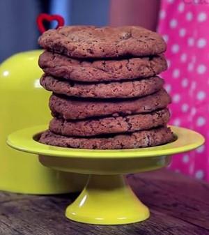 Cookies com chips de chocolate e nozes (Foto:  )