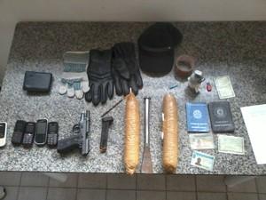 Material apreendido com os suspeitos em Cruzeiro. (Foto: Divulgação/Polícia Civil)