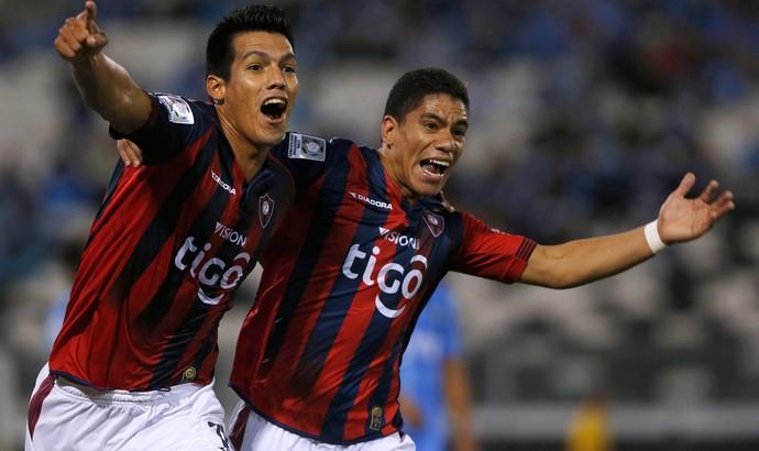 Julio Dos Santos e Rodolfo Gamarra gol Cerro Porteño (Foto: Reuters)