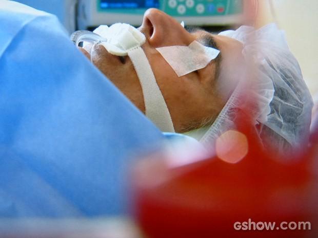 Cadu passa por transplante de coração (Foto: Em Família/ TV Globo)