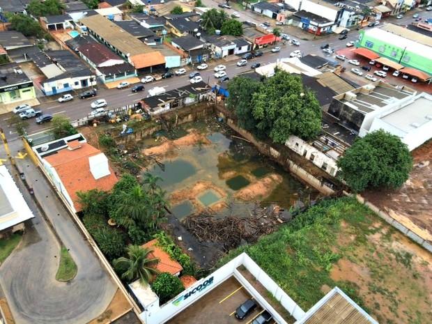 Vista aérea de quintal baldio na Avenida Abunã (Foto: Ana Fabre/ Arquivo Pessoal )