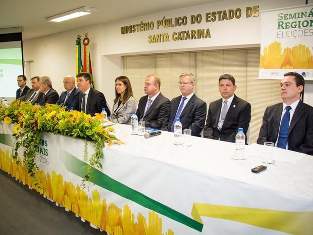 Seminário sobre eleições 2016 é voltado para promotores, juízes, chefes de cartório e políticos (Foto: MPSC/Divulgação)