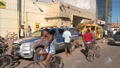 Polícia ainda não tem pistas dos bandidos que explodiram casa para roubar empresa