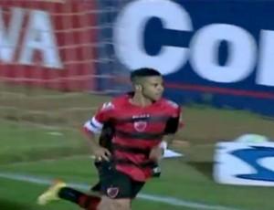 Serginho, do Oeste, abriu o placar contra o Ceará (Foto: Reprodução / Premiere FC)