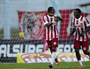 Fred e Willians contra o Pelotas (Foto: Alexandre Lops / Inter, DVG)