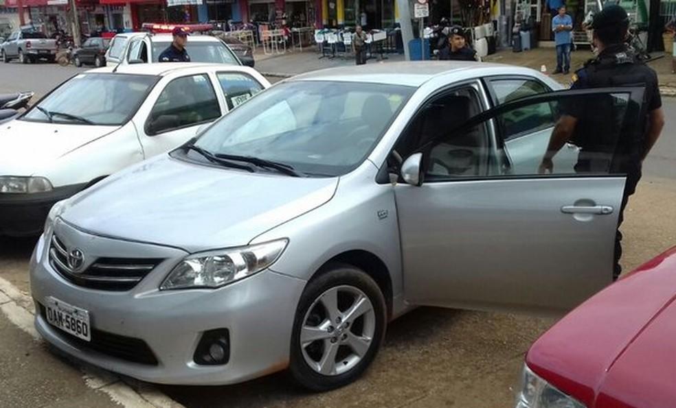 Carro furtado em Ji-Paraná é recuperado no Centro de Jaru, RO (Foto: Jaru Online/Reprodução)