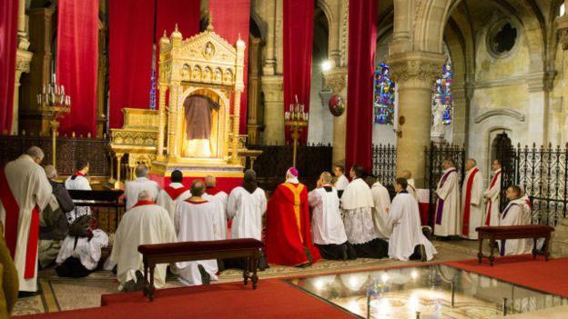 Segurança foi reforçada e visitantes só poderão vez a relíquia rapidamente (Foto: Basílica de Saint Denis de Argenteuil)