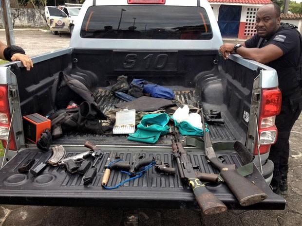 Seis pessoas são mortas em confronto em Santa Cruz Cabrália, na Bahi (Foto: Leandro Alves/ Bahia na Mídia)