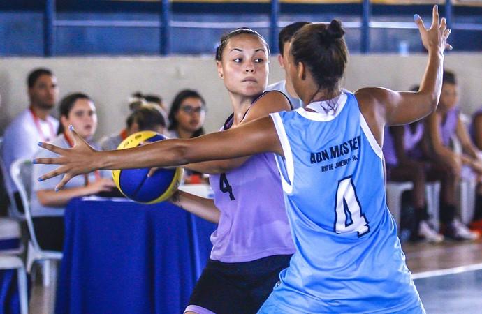 Paulistas levam a melhor na final contra as cariocas no basquete feminino dos Jogos Escolares (Foto: Wander Roberto/Inovafoto/COB)