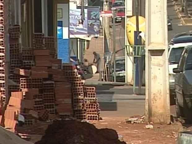 Calçadas Ituiutaba (Foto: Reprodução/ TV Integração)