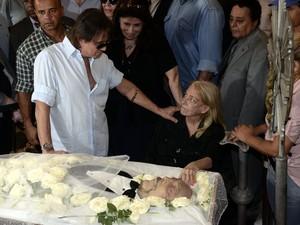 Roberto Carlos no velório de Luiz Carlos Miele (Foto: Roberto Teixeira / EGO)