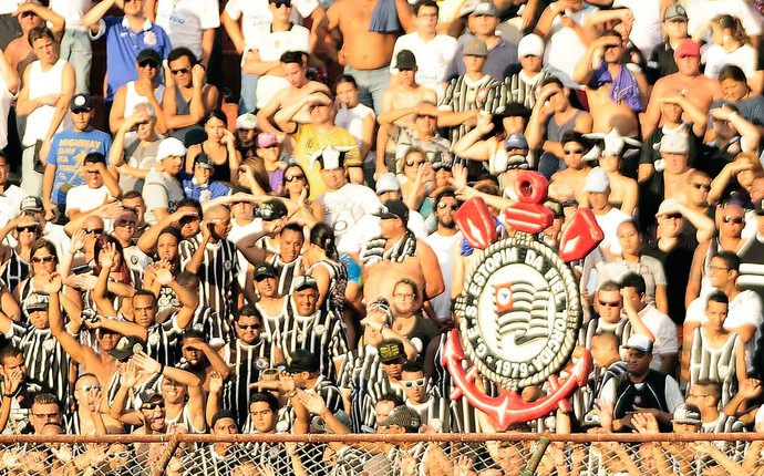 Torcida Corinthians (Foto: Marcos Ribolli / Globoesporte.com)