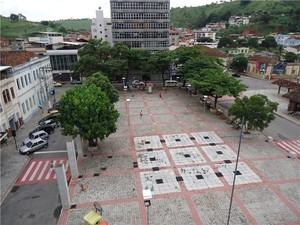 Praça Guido Marliére em Ubá, MG, abriga concerto de Natal (Foto: Francisco de Carvalho/Arquivo Pessoal)