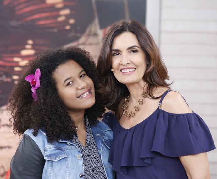 Bebé Salvego, que participou do 'The Voice Kids', com a apresentadora  (Foto: Ellen Soares/Gshow)